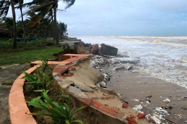 Sóng lớn uy hiếp bờ, resort trăm tỷ ở Hội An có nguy cơ bị nuốt chửng - 2