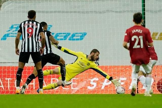 Newcastle 1-4 Man Utd: Bùng nổ 10 phút cuối trận - 3