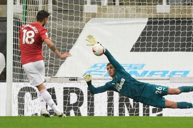 Newcastle 1-4 Man Utd: Bùng nổ 10 phút cuối trận - 1