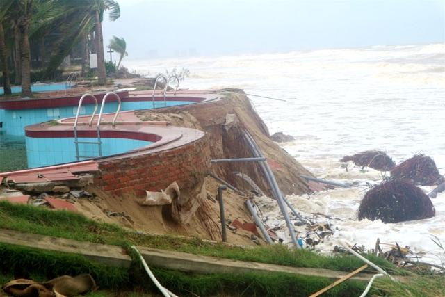 Sóng lớn uy hiếp bờ, resort trăm tỷ ở Hội An có nguy cơ bị nuốt chửng - 3