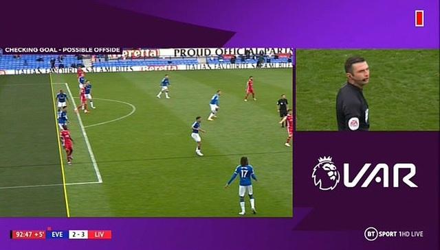 """VAR gây tranh cãi lớn, Liverpool bị """"cướp"""" bàn thắng phút bù giờ? - 2"""