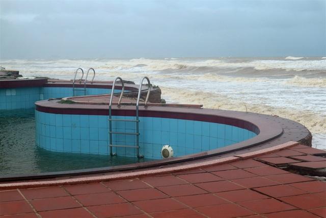 Sóng lớn uy hiếp bờ, resort trăm tỷ ở Hội An có nguy cơ bị nuốt chửng - 4