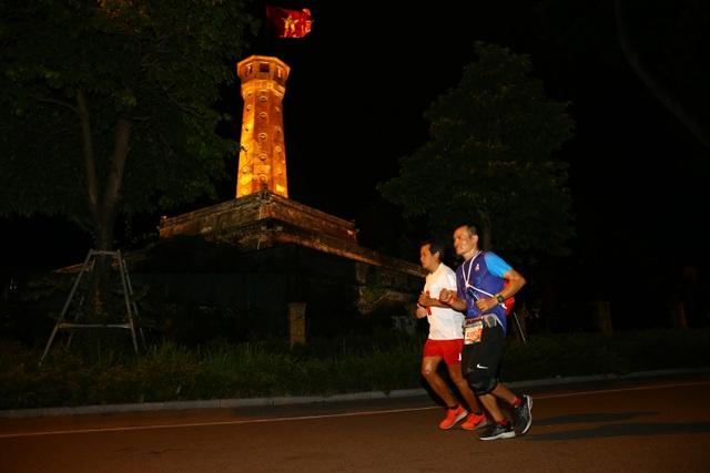 Ông Đoàn Ngọc Hải chinh phục giải marathon đặc biệt của Hà Nội - 4