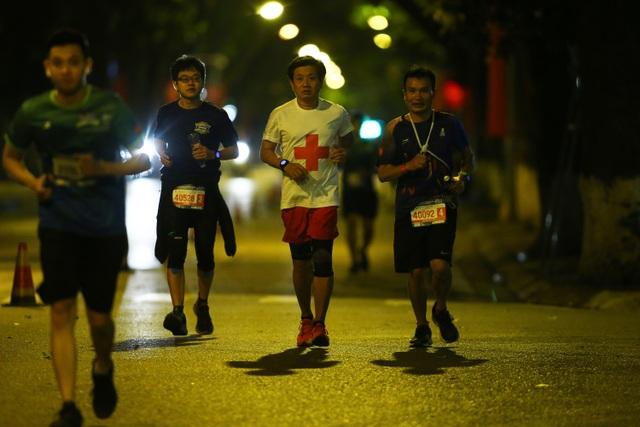 Ông Đoàn Ngọc Hải chinh phục giải marathon đặc biệt của Hà Nội - 2