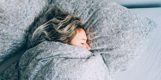 Kỹ thuật thở 4-7-8 giúp ngủ ngon nhanh hơn - 1