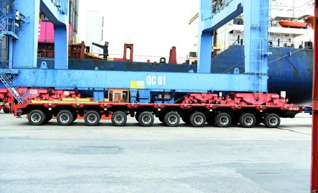 Đoàn xe siêu trường chở tàu đường sắt Nhổn - ga Hà Nội từ Đình Vũ về Hà Nội - 3