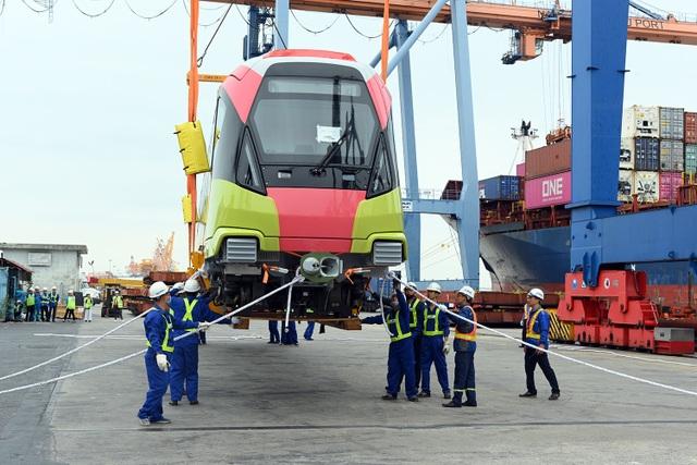 Cận cảnh đoàn tàu đường sắt Nhổn - ga Hà Nội cập cảng Đình Vũ - 8