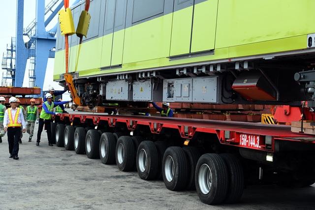 Đoàn xe siêu trường chở tàu đường sắt Nhổn - ga Hà Nội từ Đình Vũ về Hà Nội - 9