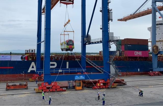 Cận cảnh đoàn tàu đường sắt Nhổn - ga Hà Nội cập cảng Đình Vũ - 7