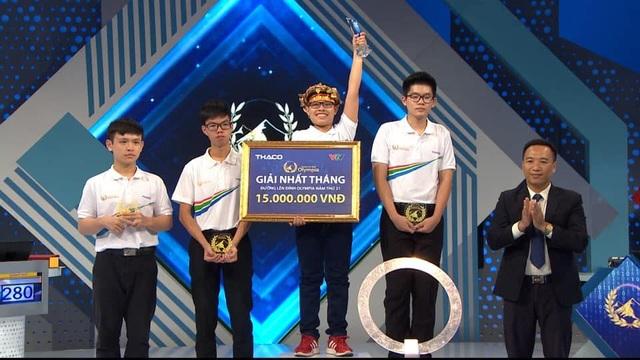 Chú Doraemon bé nhỏ chiến thắng ở cuộc thi Tháng đầu tiên Olympia 21 - 4