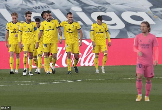 Real Madrid thua sốc trước đội mới lên hạng tại Bernabeu - 1