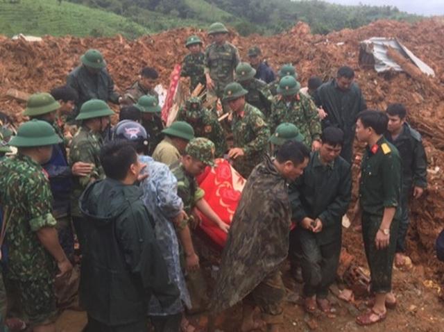 Tìm thấy 14 thi thể trong 22 chiến sĩ gặp nạn, Quảng Trị cứu hộ xuyên đêm - 13