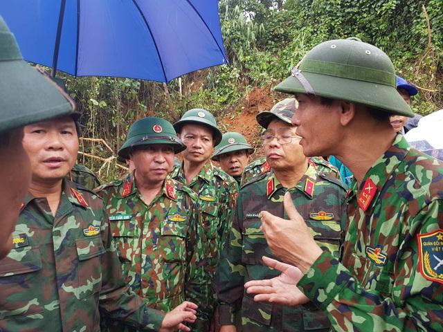 Tìm thấy 14 thi thể trong 22 chiến sĩ gặp nạn, Quảng Trị cứu hộ xuyên đêm - 10