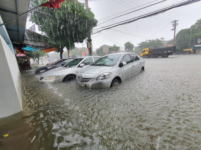 Hà Tĩnh đang gánh chịu trận lũ lụt lớn nhất trong 50 năm qua? - 9