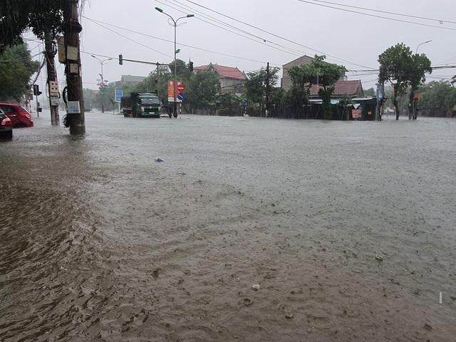 Hà Tĩnh đang gánh chịu trận lũ lụt lớn nhất trong 50 năm qua? - 10