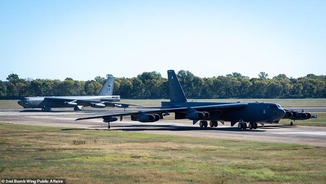 """Dàn máy bay B-52 Mỹ tập trận """"Voi đi bộ"""" - 7"""
