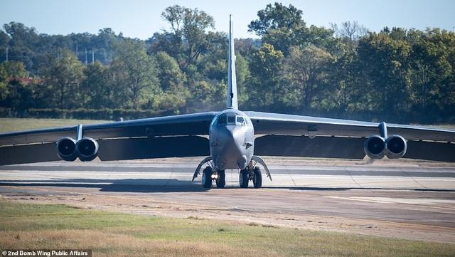 """Dàn máy bay B-52 Mỹ tập trận """"Voi đi bộ"""" - 6"""