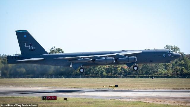 """Dàn máy bay B-52 Mỹ tập trận """"Voi đi bộ"""" - 4"""