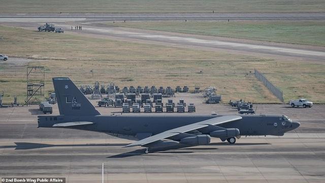 """Dàn máy bay B-52 Mỹ tập trận """"Voi đi bộ"""" - 3"""