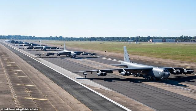 """Dàn máy bay B-52 Mỹ tập trận """"Voi đi bộ"""" - 2"""