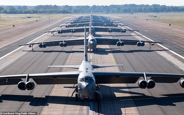 """Dàn máy bay B-52 Mỹ tập trận """"Voi đi bộ"""" - 1"""