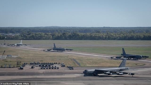 """Dàn máy bay B-52 Mỹ tập trận """"Voi đi bộ"""" - 5"""