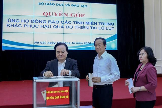 Bộ Giáo dục phát động quyên góp ủng hộ đồng bào các tỉnh miền Trung - 1
