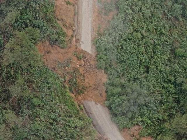Công binh phá nổ tảng đá lớn án ngữ trên đường vào Rào Trăng - 1