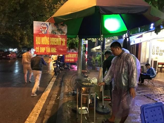 Hàu nướng 5 nghìn đồng đổ bộ vỉa hè Hà Nội, chủ bán 4000 con mỗi ngày - 6