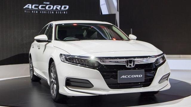 Đua khuyến mại để đẩy hàng tồn, xe sedan cỡ D giảm tới 100 triệu đồng - 2