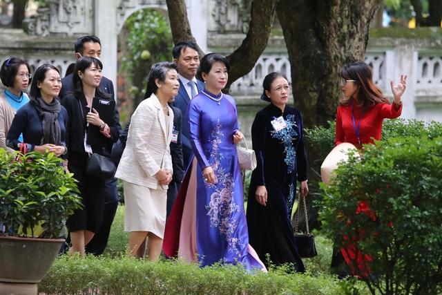 Phu nhân Thủ tướng Nhật Bản thăm Văn Miếu - Quốc Tử Giám - 4