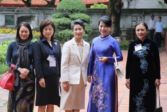 Phu nhân Thủ tướng Nhật Bản thăm Văn Miếu - Quốc Tử Giám - 9