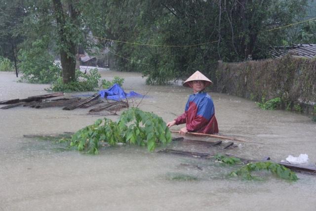 Hà Tĩnh đang gánh chịu trận lũ lụt lớn nhất trong 50 năm qua? - 2