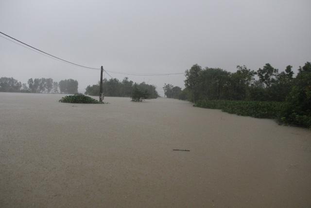 Hà Tĩnh đang gánh chịu trận lũ lụt lớn nhất trong 50 năm qua? - 4