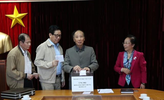Hội Khuyến học Việt Nam phát động quyên góp ủng hộ đồng bào vùng lũ - 3