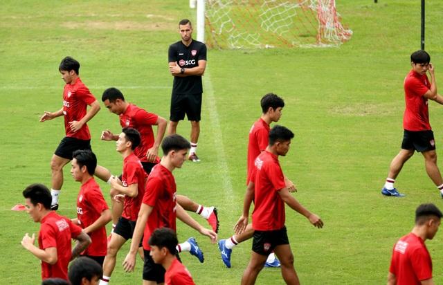 Đội bóng của Văn Lâm ra mắt thuyền trưởng mới - 2