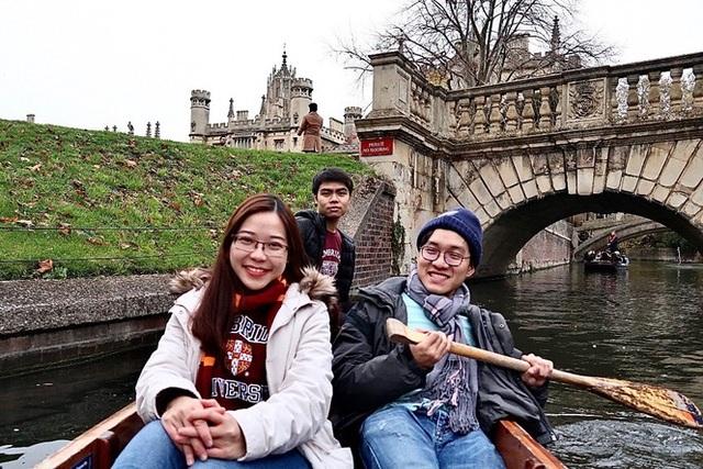 Nữ du học sinh Việt Nam gây chú ý với khóa luận thời sự về Covid-19 - 2