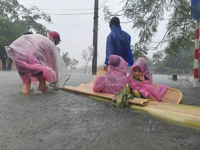 Khẩn cấp sơ tán hàng trăm nghìn người dân ở nhiều vùng mưa lũ - 1
