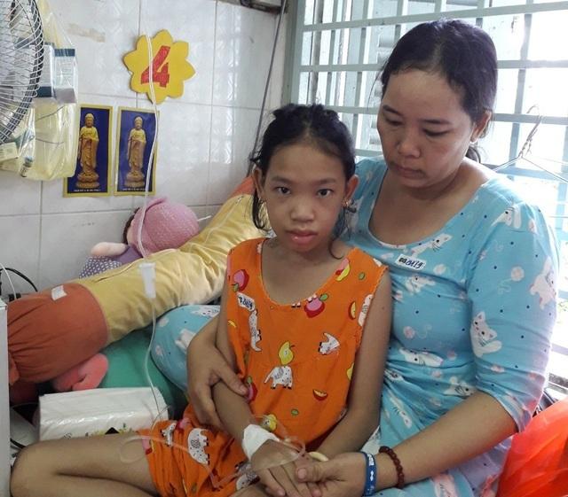 Hơn 74 triệu đồng của bạn đọc giúp đỡ bé gái bị ung thư tuyến giáp - 2