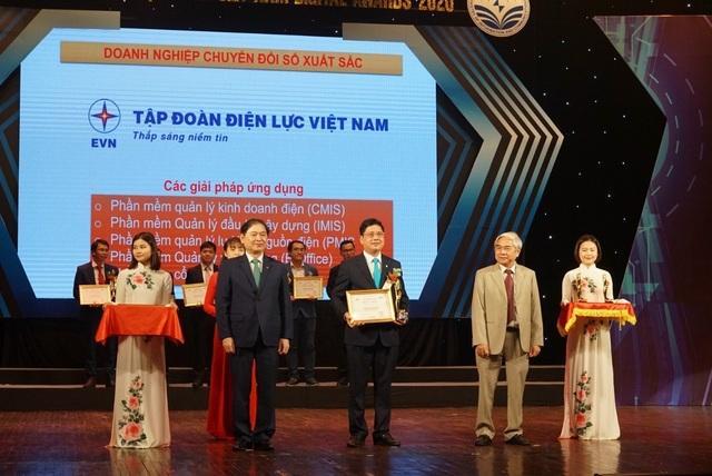 EVN cùng một số đơn vị nhận giải thưởng Doanh nghiệp chuyển đổi số xuất sắc Việt Nam 2020 - 1