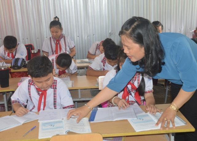 Cô giáo Minh Thùy: Tôi luôn đặt tình yêu thương học sinh lên hàng đầu - 1