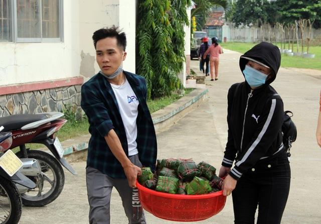 Phú Yên: Hơn 500 người dân gói bánh chưng tặng đồng bào vùng lũ - 8