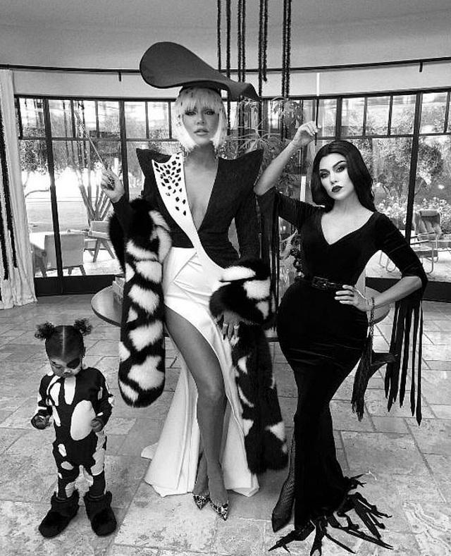 Kourtney Kardashian trang trí nhà theo kiểu kinh dị - 10
