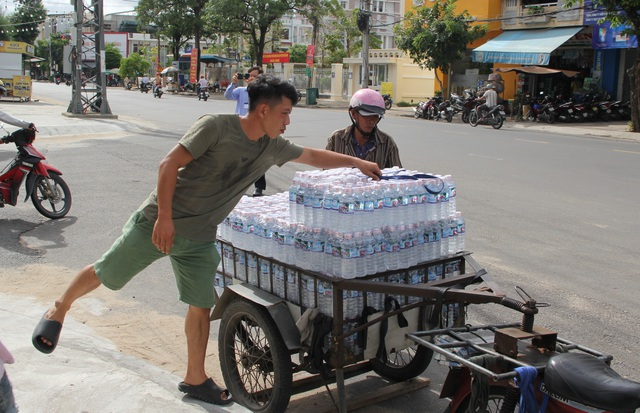 Phú Yên: Hơn 500 người dân gói bánh chưng tặng đồng bào vùng lũ - 13