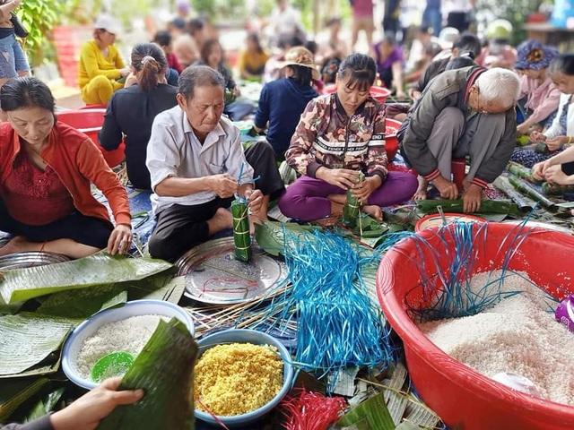 Gần 200 người dân Đắk Lắk chung tay gói bánh tét ủng hộ đồng bào miền Trung - 3