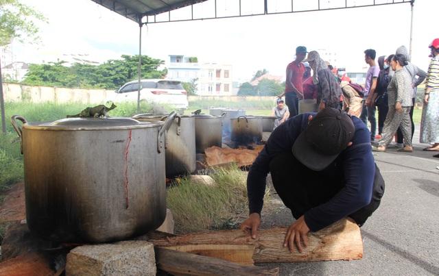 Phú Yên: Hơn 500 người dân gói bánh chưng tặng đồng bào vùng lũ - 11
