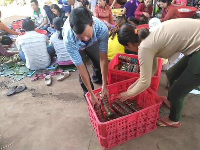 Gần 200 người dân Đắk Lắk chung tay gói bánh tét ủng hộ đồng bào miền Trung - 9