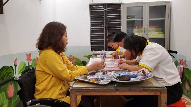 Chuyện về nữ chủ nhiệm hợp tác xã của những người khuyết tật - 1