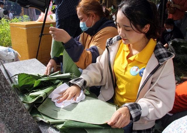 Phú Yên: Hơn 500 người dân gói bánh chưng tặng đồng bào vùng lũ - 5