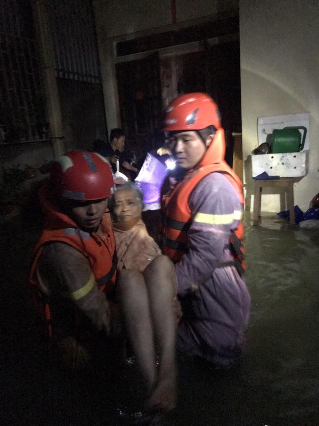 Hà Tĩnh: Mưa lũ khiến 4 người tử vong, nhiều tuyến đường nứt toác - 16